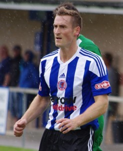 Former Barnsley and Hartlepool defender Neil Austin has signed a short-term deal with Shaw Lane Aquaforce